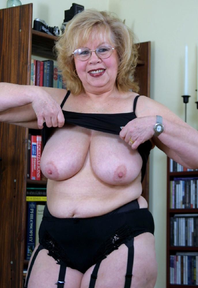 Granny nude busty Big Tits